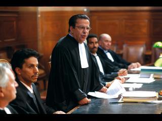 Omar, entouré de ses avocats