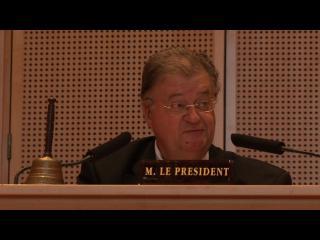 Georges Frêche, au micro de l'hôtel de Région, en tant que Président
