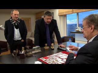Georges Frêche, assis à son bureau, parle avec deux de ses collaborateurs