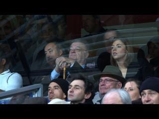 Georges Frêche et sa fille dans la tribune du stade de la Mosson, lors d'un match de football de l'équipe de Montpellier