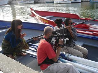 Equipe technique filmant les joutes depuis une barque