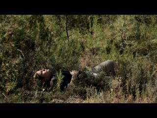 Armand, allongé dans les herbes hautes