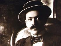 Portrait en noir et blanc d'Italo Svevo