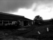 Photo en noir et blanc d'une bergerie