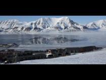 Longyearbyen, a bipolar city