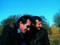 Deux hommes riant